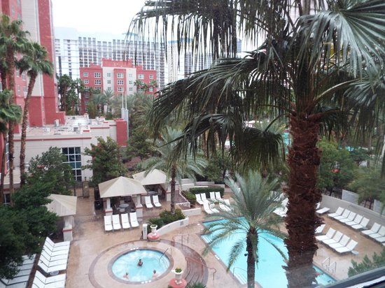 Hilton Grand Vacations at the Flamingo: 5th floor overlooking hot tub and pool