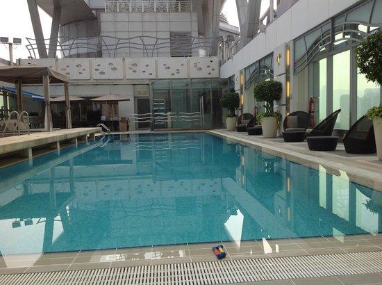 Cordis, Hong Kong at Langham Place : Roof top pool