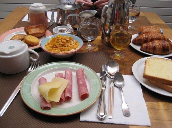 Grand Hotel de Courtoisville: Breakfast