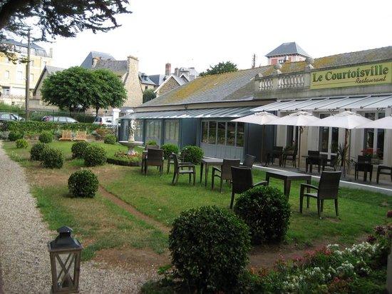Grand Hotel de Courtoisville: Hotel ground