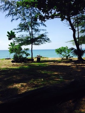 Mai Khao Beach Bungalows: view of the beach from in front of the restaurant at the bungalows