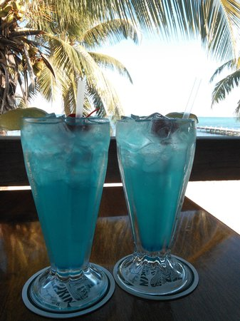 SunBreeze Hotel : What's paradise without a couple of blue drinks?