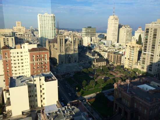 InterContinental Mark Hopkins San Francisco: Breakfast views- such fun to look around