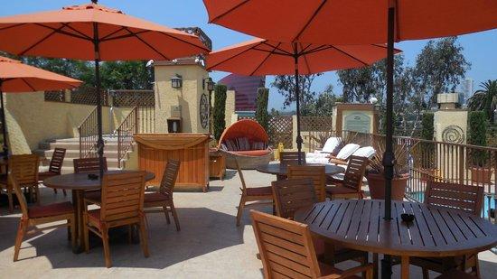 Le Parc Suite Hotel : Coin pour grignoter , diner, souper , boire un bon verre