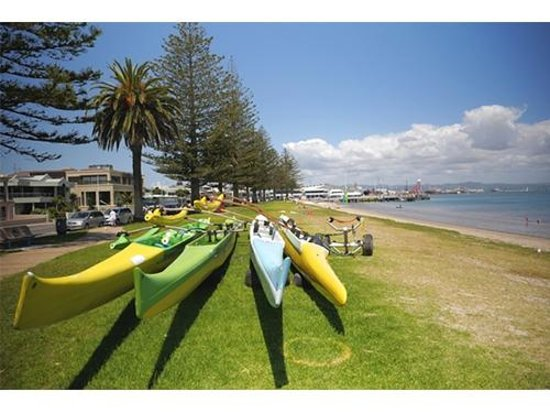 Westhaven Motel: There's always plenty of activity on the water to observe from just across the road