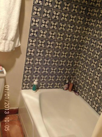 Landmark Lookout Lodge: Love the pretty tile in the bathrooms here......