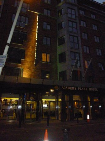 Academy Plaza Hotel: Great price. Great location!