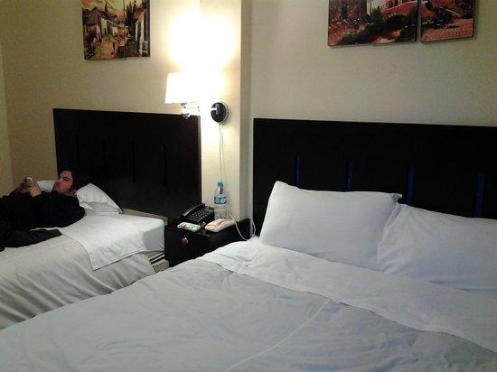 Hatun Pachamama: lençois amarelados e furados, mas cama confortável