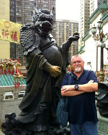 J3 Private Tours Hong Kong: Wong Tai Sin Temple - Jamie and the Dragon