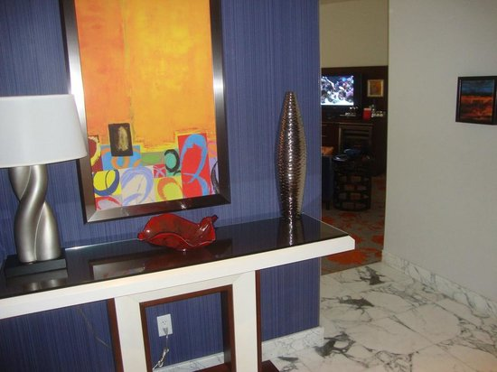 Hotel32 at Monte Carlo: Foyer Entry 01