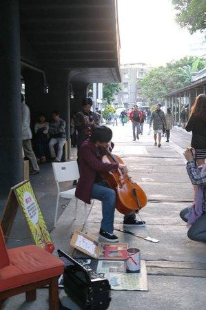 Huashan 1914 Creative Park: Street performer