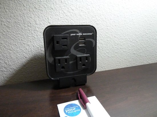 Comfort Suites Bypass: Convenient charging station on desk