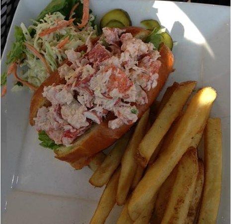 Joe's American Bar & Grill: Lobster Roll