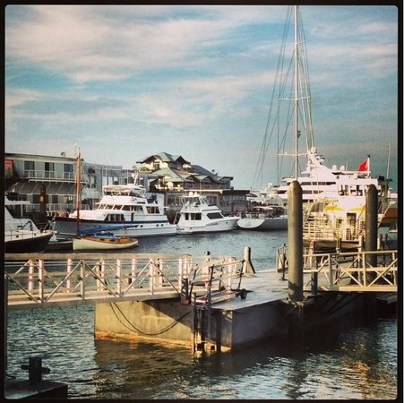 Joe's American Bar & Grill: View of the Boston Harbor