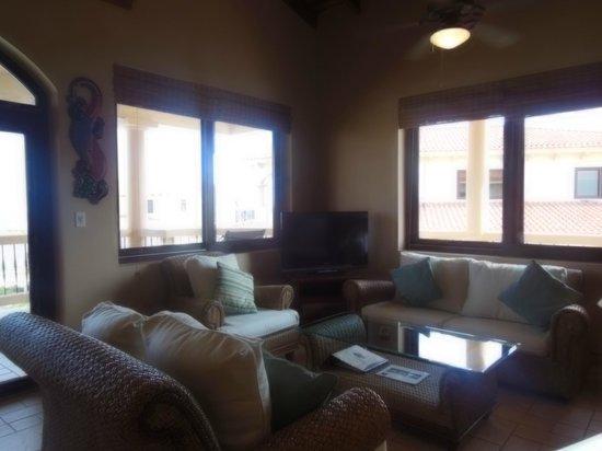 Coco Beach Resort: living room