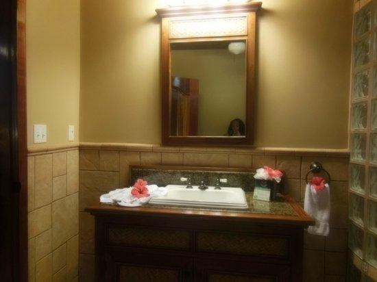 Coco Beach Resort: Bathroom