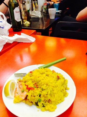 Las Musas Hostel: homemade paella