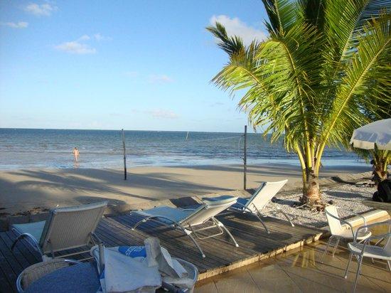 Karapitangui Praia Hotel: Mar ou piscina quase interligados.