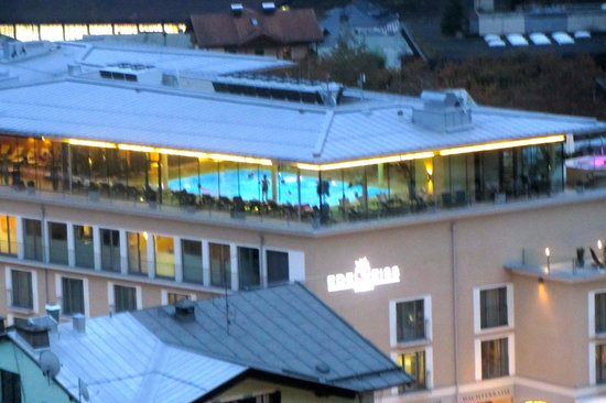 Hotel Edelweiss: TOP FLOOR WITH VIEW OF THE POOL