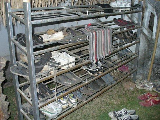 Spicylaos Backpackers: Shoes Shelves