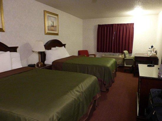 Howard Johnson West Fargo : Two Bed Queen Room 221