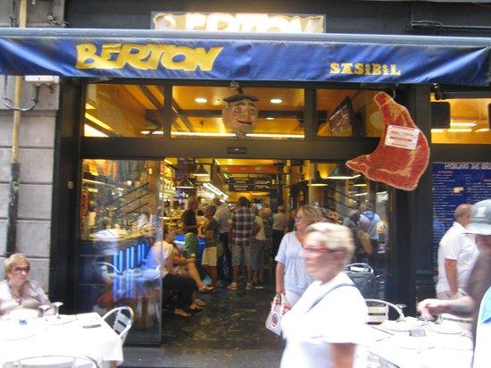 Berton Bukoi : A fachada