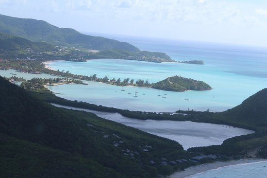 Caribbean Helicopters: Looking over Antigua