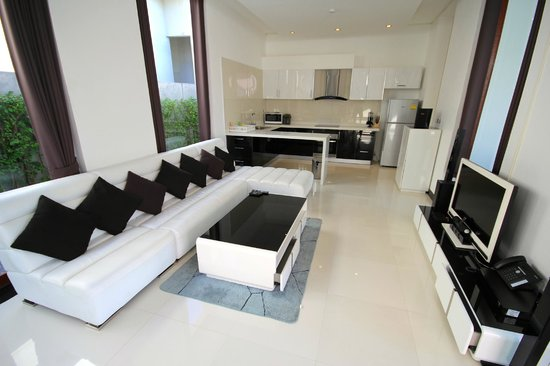 Lotus Villas & Resort Hua HIn: Livingroom & Kitchen