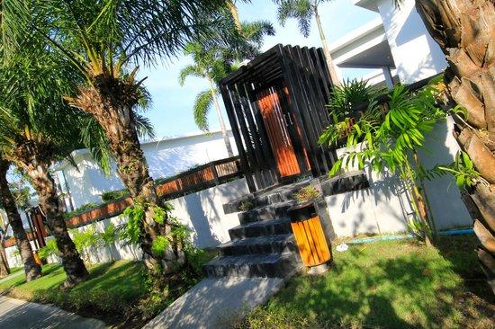 Lotus Villas & Resort Hua HIn: Entrance To Villas