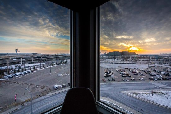 Alt Hotel- Toronto Airport : Corner View