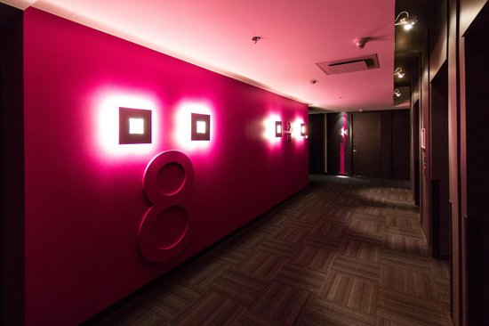 Alt Hotel- Toronto Airport : Different Colour For Every Floor