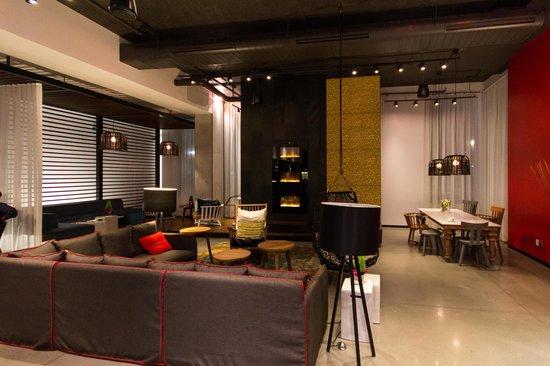 Alt Hotel- Toronto Airport : Lobby Lounge