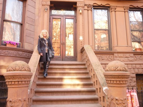 Heart of Harlem : Authentic Brownstone!