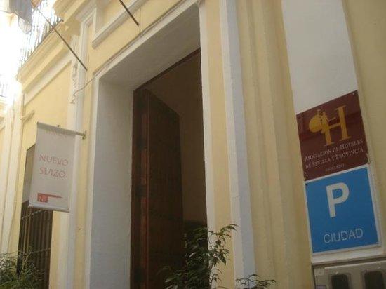 Pension Nuevo Suizo : entrance