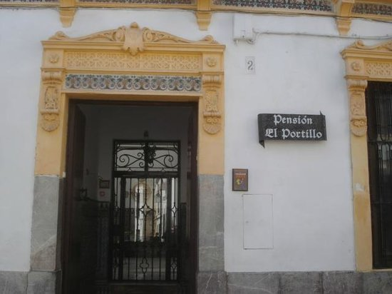 Pensión El Portillo: entrance