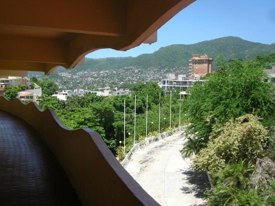 Panoramic Acapulco: curves
