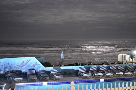 Shoreline All Suites Inn & Cabana Colony Cottages: View from above the pool during a full moon