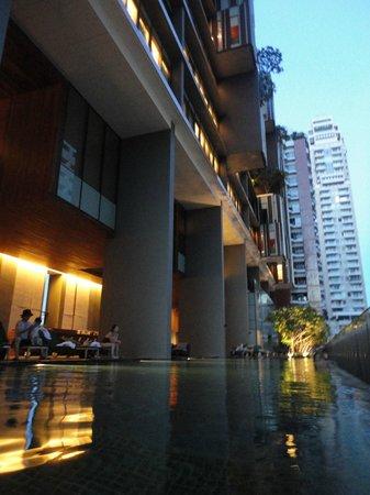 Hansar Bangkok Hotel : プール