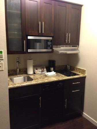 Hyatt House Falls Church: kitchen