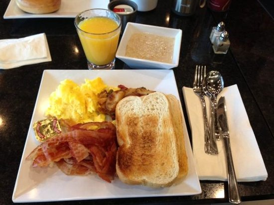 Hyatt House Falls Church: Free Breakfast buffet is very good