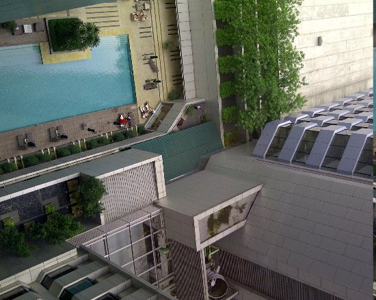 DoubleTree by Hilton Kuala Lumpur : Pool view from corridor window
