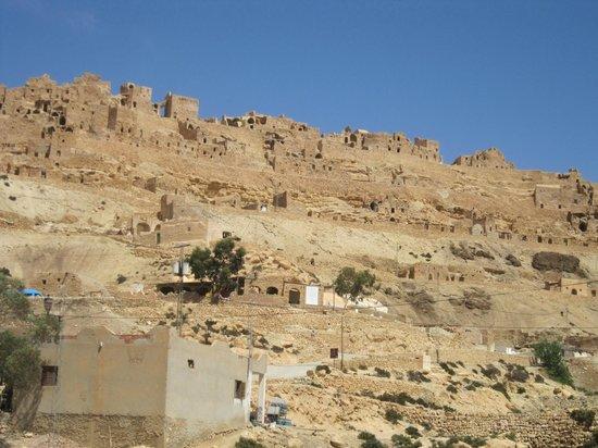 Tataouine, Tunisia: O Ksar acima do morro.