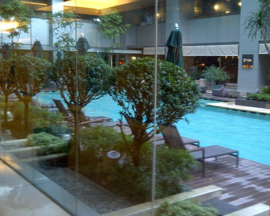 DoubleTree by Hilton Kuala Lumpur : Pool area