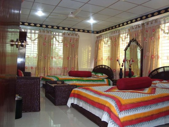 Nice Guest House & Training Hall and Dolna Food Heaven: Nice Guest House