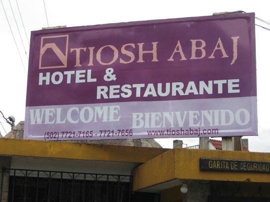 Hotel Tiosh Abaj: Sign at the gated entrance