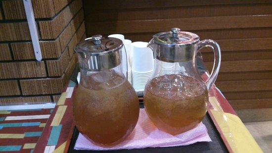 Hotel Cresia Okinawa Naha Tomarikou: フロントに置いてあったさんぴん茶