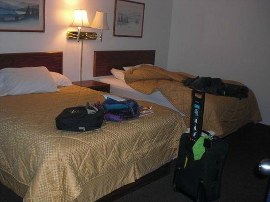 Western Big Sky Inn: Double queen sleeping area