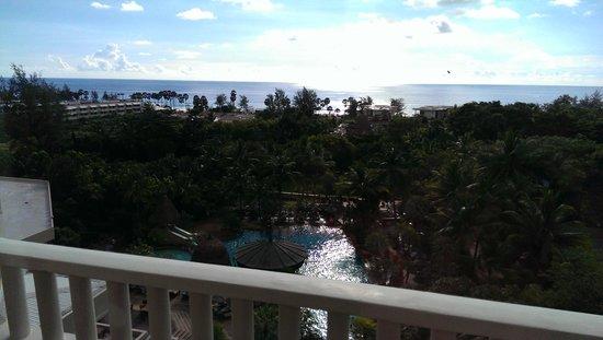 Movenpick Resort and Spa Karon Beach Phuket : view of the sea