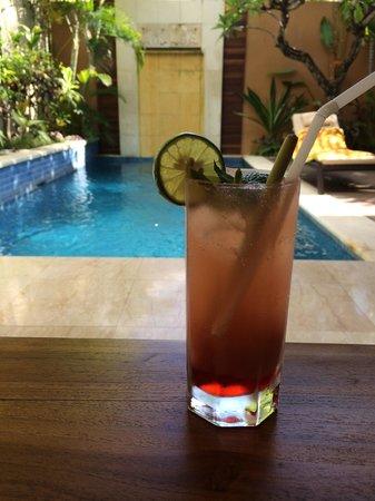 Bhavana Private Villas: Cocktail at pool