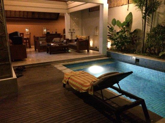 Bhavana Private Villas: Villa at night